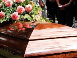 ¿Qué incluye un servicio funerario?